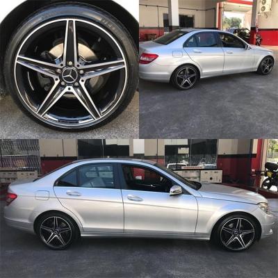 Mercedes equipada com rodas em aro 18